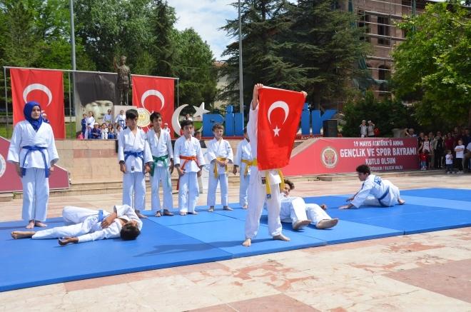 BİLECİK'TE 19 MAYIS KUTLANDI galerisi resim 1