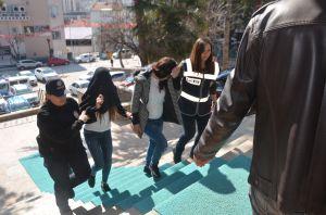 ÇALINAN ALTINLARIN BEDELİNİ ÖDEDİLER, SERBEST KALDILAR