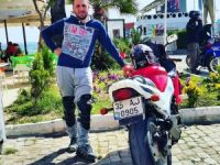 MOTOSİKLETİYLE TIRIN ALTINA GİRDİ