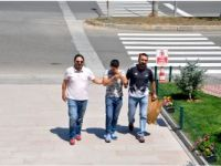 VATANDAŞ YAKALADI POLİSE TESLİM ETTİ