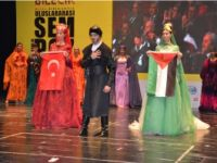 ŞEHRİ MEDENİYET DEFİLESİNDE FİLİSTİN'E DESTEK