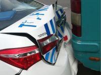POLİS ARACI BELEDİYE OTOBÜSÜNE ÇARPTI