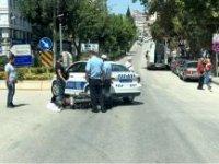 POLİS ARACIYLA MOTOSİKLET ÇARPIŞTI