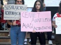 KADIN CİNAYETLERİNE BOYALI PROTESTO