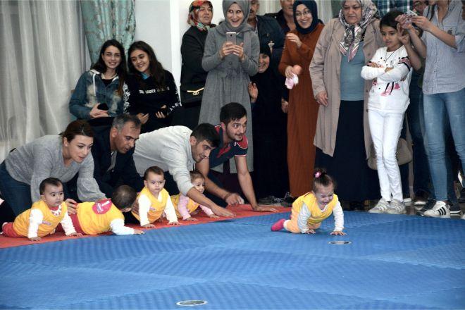 Bilecik Haberleri: Bilecikte bebek emekleme yarışması 14