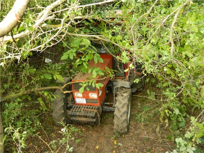 3-yasindaki-cocuk-traktorle-dereye-uctu2.jpg