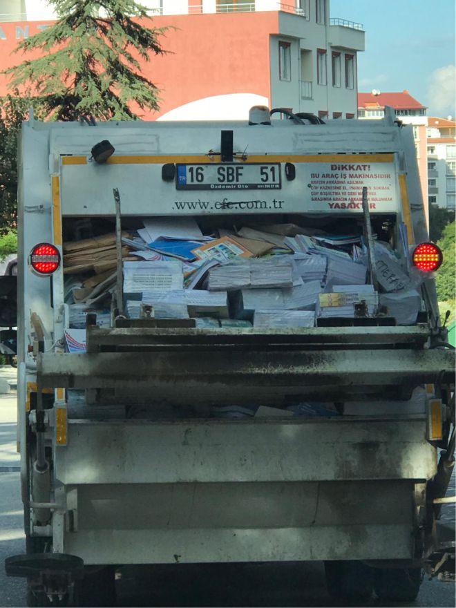 kamyon-dolusu-kitap-bereye-gidiyor3.jpg