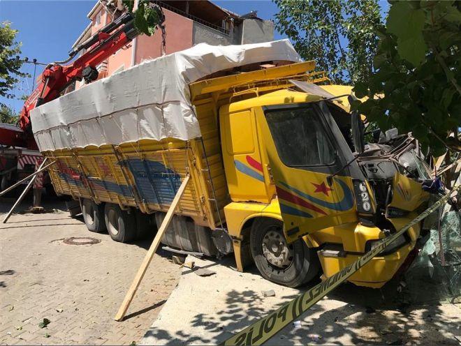 kamyonun-frenleri-bosaldi2.jpg