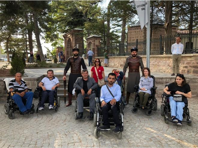 milyonlarca-kisi-ziyaret-ediyor-engelliler-giremiyor2.jpg