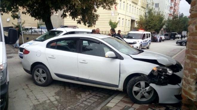 otomobil-duvara-carpti2.jpg