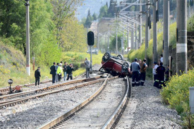otomobil-tren-yoluna-uctu2.jpg