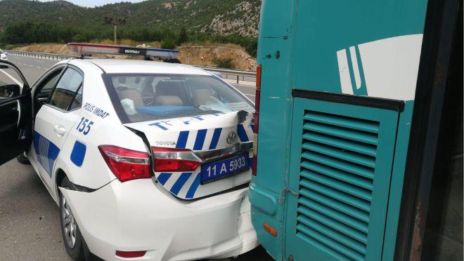 polis-araci-belediye-otobusune-carpti2.jpg