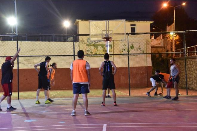 sokak-basketbolu-renkli-goruntulere-sahen-oldu2.jpg