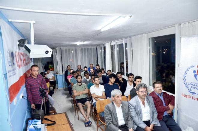 usta-gazeteci-universite-ogrencileriyle-bulustu3.jpg
