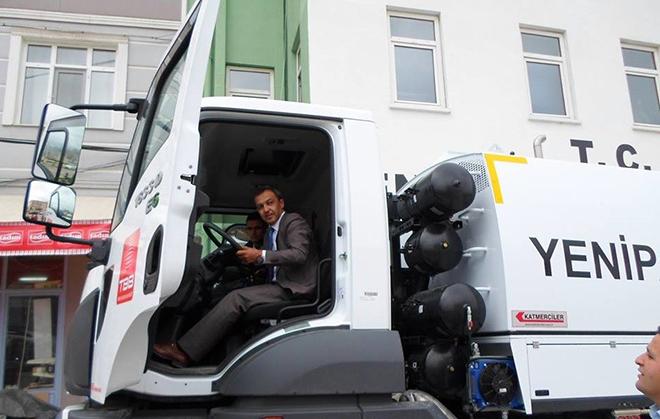 yenipazar-arac-filosuna-yol-supurme-kamyonu-ekledi2.jpg